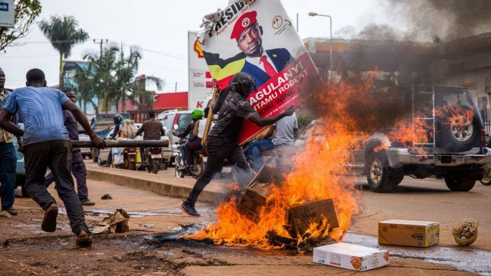 ਯੂਗਾਂਡਾ: ਬੌਬੀ ਵਾਈਨ ਦੀ ਗ੍ਰਿਫਤਾਰੀ ਤੋਂ ਬਾਅਦ ਭੜਕੀ ਹਿੰਸਾ, 37 ਮੌਤਾਂ